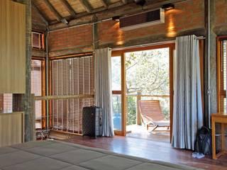 Puertas y ventanas rústicas de SCALI & MENDES ARQUITETURA SUSTENTAVEL Rústico