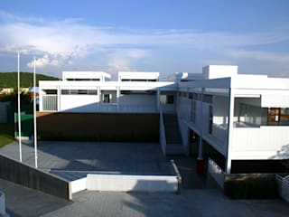 Modern houses by VMArquitectura Modern