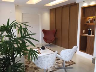 现代客厅設計點子、靈感 & 圖片 根據 Isabella Machado Arquitetura 現代風