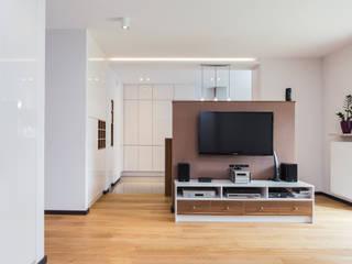 Salas de estilo moderno de Kameleon - Kreatywne Studio Projektowania Wnętrz Moderno