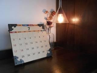 100均DIY 卓上カレンダー: Glam Driveが手掛けた折衷的なです。,オリジナル