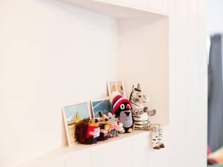 现代客厅設計點子、靈感 & 圖片 根據 株式会社ブルースタジオ 現代風