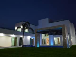 Lomas de Angelopolis, Puebla Blanca: Jardines de estilo  por Borja Arquitectos