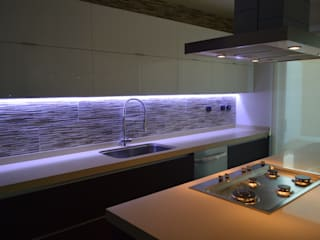 Modern kitchen by Borja Arquitectos Modern