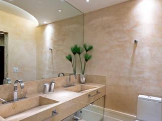 모던스타일 욕실 by Designer de Interiores e Paisagista Iara Kílaris 모던 대리석