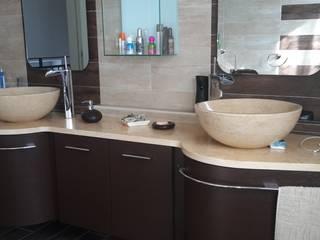 Bathroom by ARREDAMENTI VOLONGHI s.n.c., Modern
