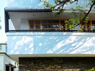 Indegenious House-Architect's house cum Residence,Dehradun Country style houses by Manuj Agarwal Architects Country