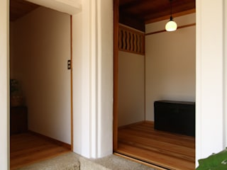 Eclectic style corridor, hallway & stairs by 池内建築図案室 Eclectic