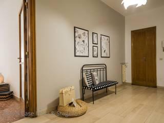Couloir, entrée, escaliers classiques par Flavia Case Felici Classique