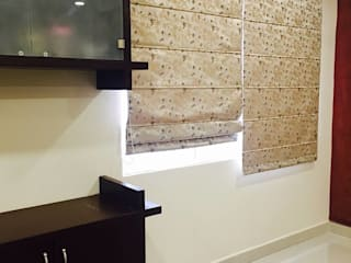 Residential 3bhk, Madhapur:  Dining room by DeTekton,