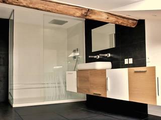 Intérieur contemporain d'un triplex à Caluire Salle de bain moderne par sebastien belle Moderne