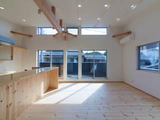 Wohnzimmer im Landhausstil von 中村建築研究室 エヌラボ(n-lab) Landhaus
