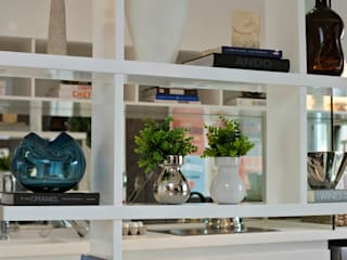 Salas / recibidores de estilo  por Chris Silveira & Arquitetos Associados