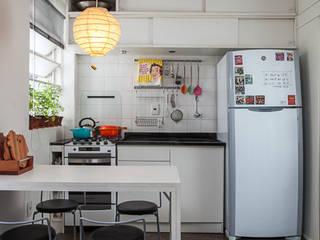 Mini apartamento de 24m² : Cozinhas  por petillo+rebello arquitetura