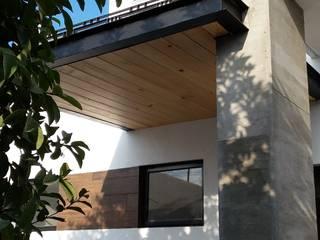 CASA  NOGAL: Casas de estilo moderno por bandella arquitectura