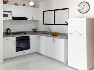 Cocina Integral Cocinas de estilo moderno de Remodelar Proyectos Integrales Moderno Tablero DM