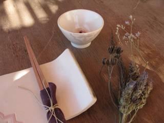 Vajilla japonesa (flor de almendro):  de estilo  de La Maleta de Barro