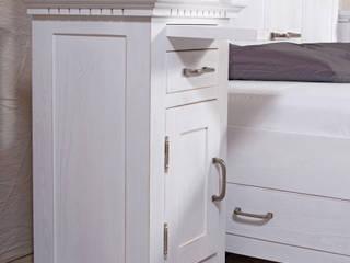 Weißer Nachtschrank mit ausziehbarem Fach von Massiv aus Holz Klassisch Holz Holznachbildung
