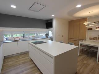 Dapur oleh Novodeco, Modern