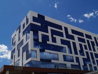 Hotel NH León Gto. Casas modernas de Studio Glass Moderno