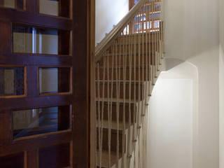 House on vineyards Rustykalny korytarz, przedpokój i schody od Raul Garcia Studio Rustykalny