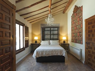 House on vineyards Rustykalna sypialnia od Raul Garcia Studio Rustykalny