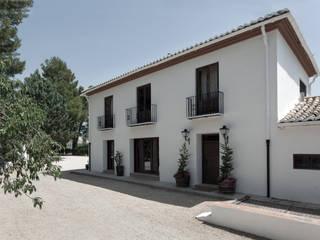 Casa entre vinhedos: Casas  por Raul Garcia Studio,Rústico