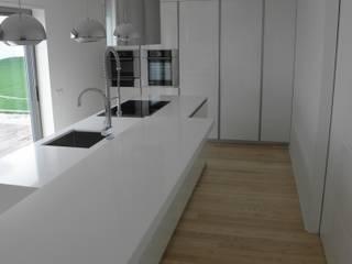 Cozinha em Vila Nova de Famalicão Grupo Emme Cozinhas Cozinhas modernas Branco
