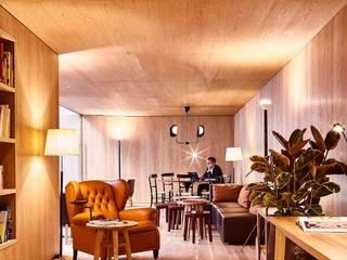 Hotéis modernos por M.M. Lampadari Moderno