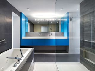 Salt + Pepper House:  Bathroom by KUBE Architecture