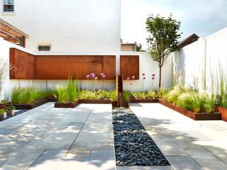 Modern garden by KUBE Architecture Modern