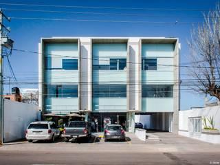 EDIFICIO INDEPENDIENTE / JAVIER VILLALOBOS / GRUPO V:  de estilo  por Oscar Hernández - Fotografía de Arquitectura