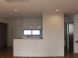 リビング・ダイニング・キッチン: 真島瞬一級建築士事務所が手掛けたキッチンです。