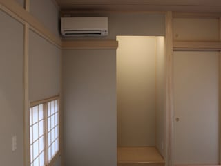 和室: 真島瞬一級建築士事務所が手掛けた寝室です。