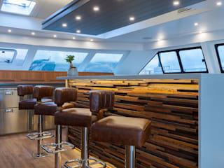 Breakfast nook in Saloon:  Yachts & jets by ONNAH DESIGN