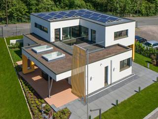 Casas modernas de Büdenbender Hausbau GmbH Moderno Madera Acabado en madera