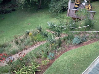 AN INDIGENOUS KLOOF GARDEN:  Garden by Paul's Plantscapes, Country