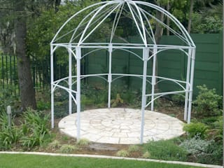 Classic style garden by Oxford Trellis Classic