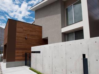 インナーガレージの家 モダンな 家 の 有限会社 室設計事務所 モダン