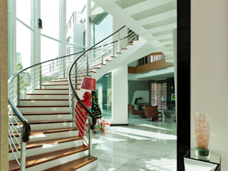 Contemporarily Dashing | BUNGALOW Modern corridor, hallway & stairs by Design Spirits Modern