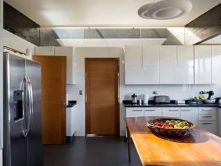 Kitchen by SUN Arquitectos,