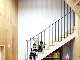 Corridor & hallway by 주택설계전문 디자인그룹 홈스타일토토, Modern Wood Wood effect