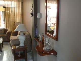 vivienda unifamiliar: Salas / recibidores de estilo moderno por Okarq