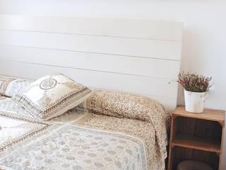 Cabecero de madera :  de estilo  de HAPPY HOME BARCELONA