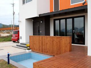 Nowoczesny balkon, taras i weranda od 주택설계전문 디자인그룹 홈스타일토토 Nowoczesny