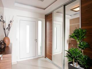 Dom we Frankfurcie: styl , w kategorii Korytarz, przedpokój zaprojektowany przez JN STUDIO JOANNA NAWROCKA