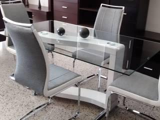 Mesa James con sillas Madrid de Disegno´s Moderno Vidrio