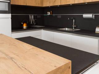 GRANMAR Borowa Góra - granit, marmur, konglomerat kwarcowy Cocinas de estilo moderno Piedra Negro