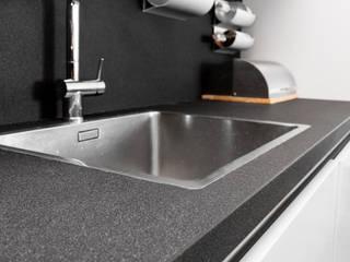 GRANMAR Borowa Góra - granit, marmur, konglomerat kwarcowy Cocinas de estilo moderno Cuarzo Negro