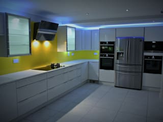 Ultra Gloss White with a splash of summer Modern Kitchen by Glenlith Interiors (Scotland) Ltd Modern